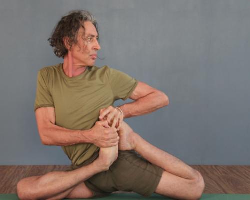 Peter Scott conducting an Iyengar yoga pose